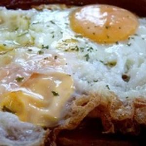 Huevos estrellados con pulpo