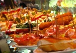 Menú de raciones con ensalada y bebidas para 2 en Zoña Peñalbar